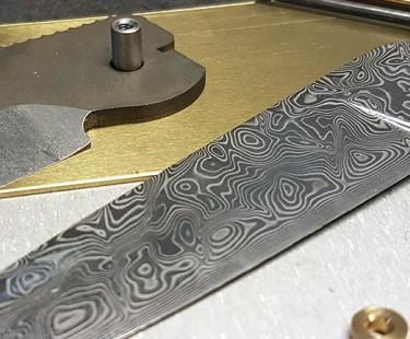 Conseils pour débuter en coutellerie : choix des aciers, traitement thermique et accessoires